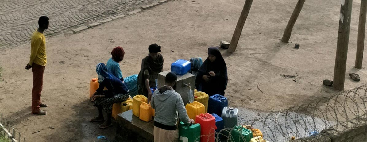 Construire un puits pour fournir de l'eau aux villageois